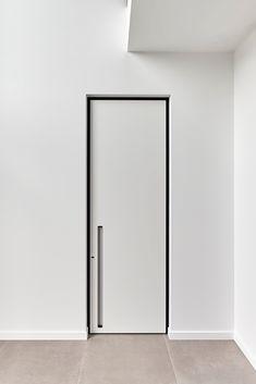 Moderne binnendeuren op maat met ingebouwde handgrepen van het Belgische merk #ANYWAYdoors