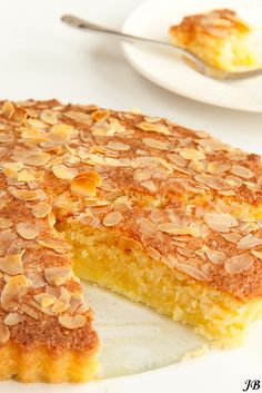 Amandel - kokoscake (glutenvrij) Healthy Dessert Recipes, Healthy Baking, Baking Recipes, Cake Recipes, Almond Coconut Cake, Almond Cakes, Coconut Oil, Food Cakes, Cupcake Cakes