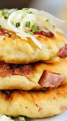 Ham and Cheese Potato Pancakes. Ham and Cheese Potato Pancakes Breakfast Dishes, Breakfast Time, Breakfast Recipes, Mashed Potato Pancakes, Potato Cakes, Crepes, Cheese Potatoes, Mashed Potatoes, Ham And Cheese