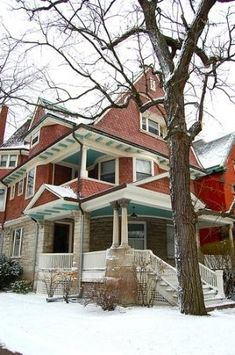 A different approach - most of the detailing is in the soffits! Lower house is stone; upper is brick *colored* Queen Anne Gingerbread Victorian Home 4801 S Kimbark Ave, Chicago, IL USA Joseph H Howard House Brick Architecture, Victorian Architecture, Historical Architecture, Abandoned Houses, Old Houses, Haunted Houses, Beautiful Buildings, Beautiful Homes, Beautiful Kitchens