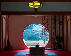 Meigetsu-in, Kamakura, Kanagawa, Japan Samurai Art, Samurai Warrior, Camilla, Japanese Lamps, Moon Gate, East Wind, Kamakura, Japan Art, Countries Of The World
