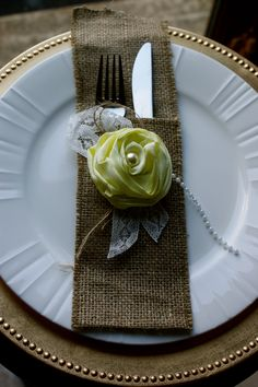 cutlery holderc...love me some burlap! :) Dining Etiquette, Cutlery Holder, Business Furniture, Rustic Table, Decoration Table, Place Settings, Table Settings, Burlap Projects, Napkin Folding