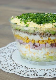 Layered salad with egg, ham and cucumber - Aniołki - Makaron Spinach Recipes, Salad Recipes, Vegetarian Recipes, Cooking Recipes, Healthy Recipes, Rabbit Food, Veggie Dishes, No Cook Meals, Finger Foods