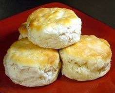 BAKING POWDER BISCUITS - Here is an easy, quick recipe for basic American breakfast biscuits. Spread with jam or serve topped with a generous portion of sausage gravy. Baking powder biscuits make a great addition to any Sunday morning breakfast. Homemade Buttermilk Biscuits, Fluffy Biscuits, Angel Biscuits, Easy Biscuits, Scones, Copycat Recipes, Bread Recipes, Cooking Recipes, Hardees Biscuit Recipe Copycat