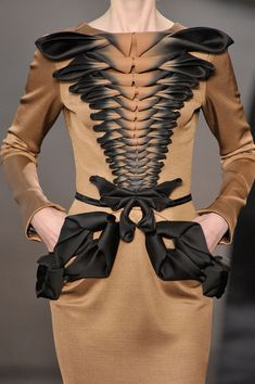See every last detail from shoes and jewels, to bags and belts, from the Stephane Rolland Fall 2011 Couture show. 3d Fashion, Couture Fashion, Look Fashion, Fashion Details, High Fashion, Womens Fashion, Fashion Design, Street Fashion, Autumn Fashion