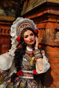 Beauty in folk style, art photo Russian Beauty, Russian Fashion, Folklore, Mode Russe, Eslava, Russian Culture, Russian Folk, Russian Style, World Cultures