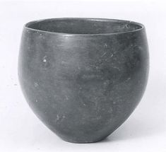 clay cup, early Bronze Age (3rd mill. BCE). Tepe Hissar, Iran. 2.88 cm. Metropolitan Museum of Art (48.98.8)