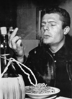 Marcello Mastroianni smoking and eating spaghetti Marcello Mastroianni, Photo D Art, Fiction, Hollywood Actor, Classic Hollywood, Italian Style, Italian Bistro, White Photography, Vintage Photos