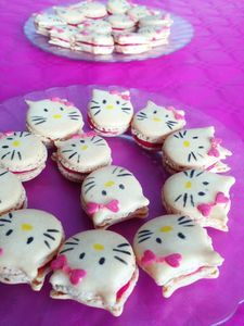 Macarons Hello Kitty à la barbe à papa