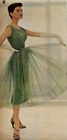 green gown by Millie Motts Vintage Fashion 1950s, Vintage Mode, Fifties Fashion, Vintage Couture, Retro Fashion, Trendy Fashion, Modern 50s Fashion, Fashion Ideas, 1950s Fashion Dresses