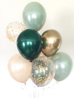 Sage Green and gold balloons! These stunning, one-of-kind balloons are the perfect way to make a pop at your next event! This Sage Green and Gold Balloon Bouquet includes: 2 Sage Green Double Layered Latex 11 Balloons-this look is achieved by l Bridal Shower Decorations, Birthday Decorations, Green Party Decorations, Wedding Balloon Decorations, Decor Wedding, Decorations With Balloons, Baloons Wedding, Garden Wedding, Baby Shower Verde