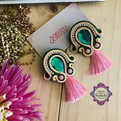 La imagen puede contener: 1 persona Jewelry Findings, Beaded Jewelry, Beaded Bracelets, Soutache Earrings, Clay Earrings, Trendy Jewelry, Fashion Jewelry, Earrings Handmade, Handmade Jewelry