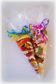 During the Rosenmontag parades, people on the floats will often chuck candy into the crowds. I want to offer these bags of candy to all of my guests, filled with Haribo gummies (Haribo is a German candy company! Christmas Bazaar Crafts, Christmas Activities, Fete Ideas, Party Ideas, 4th Birthday Cakes, Birthday Parties, Sweetie Cones, Sweet Hampers, Fundraising Crafts