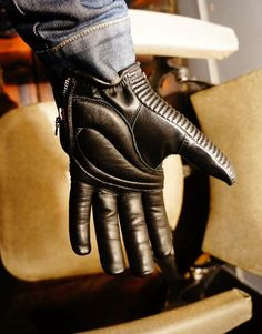 roars original gloves 4h10.com Mens Gloves, Leather Gloves, Leather Jackets, Motorcycle Gloves, Motorcycle Outfit, Biker Gear, Rubber Gloves, Genre, Leather Working