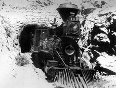 Leadville and Gunnison Railroad engine number 199 emerges from stone Alpine Tunnel. Photo taken late Old Trains, Vintage Trains, Train Tunnel, Old Steam Train, Diorama, Railroad History, Train Pictures, Steam Engine, Steam Locomotive