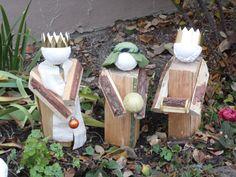 Könige - Krippenfiguren aus Kaminholz für den Vorgarten - Weihnachten 2016