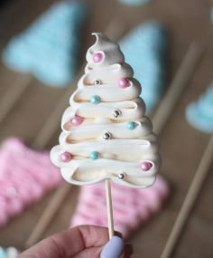 Christmas Tree Meringue sucker diy christmas gifts, creative christmas gifts fo… Christmas Tree Meringue sucker diy christmas gifts, creative christmas gifts for bestfriend, smores christmas gift Creative Christmas Gifts, Christmas Sweets, Christmas Cooking, Christmas Goodies, Christmas Candy, Christmas Tree, Xmas, Christmas Chocolate, Christmas Presents