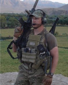 US Army Green Beret in Afghanistan - support our servicemen & women Army Men, Military Police, Us Army, Military Aircraft, Special Forces Gear, Military Special Forces, Army Green Beret, Special Operations Command, Delta Force