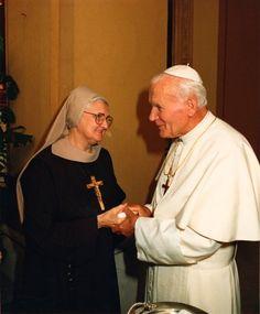 Mother Angelica meets Pope John Paul II