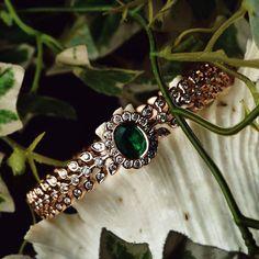 Plain Gold Bangles, Gold Bangles Design, Gold Jewellery Design, Gold Jewelry, Jewelery, Indian Jewelry Sets, Jewelry Design Earrings, Diamond Bangle, Salad