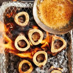Braaied marrow bones with chipotle butter Braai Recipes, Low Carb Recipes, Beef Marrow Bones, Bone Marrow, Bone Broth, 5 Recipe, Fish And Meat, South African Recipes, Cooking Instructions