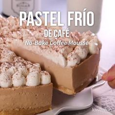 Video de Delicioso Pastel Frío de Café If you want to make a dessert without an oven and that has an incredible flavor, so you can surprise everyone this cold coffee cake recipe is the option you are looking for. Sweet Desserts, Easy Desserts, Sweet Recipes, Delicious Desserts, Dessert Recipes, Yummy Food, Dessert Sans Four, Coffee Cake, Cheesecake Recipes
