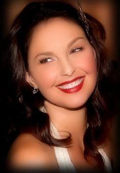 Ashley Judd - Keep Smilin'...