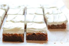 Gingerbread Cookie Bars Köstliche Desserts, Gluten Free Desserts, Delicious Desserts, Dessert Recipes, Holiday Baking, Christmas Baking, Christmas Cookies, Christmas Sweets, Christmas Foods