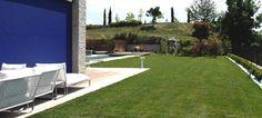 Villa moderna con parco e piscina