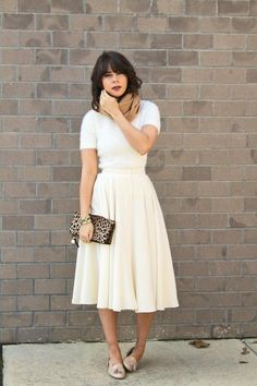 simple, lightweight, high-wasted button-front skirt. Easy and beautiful.