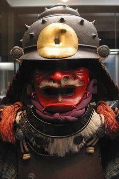 Gusoku. Kabuto in the form of a shell. Edo Period, 17th century. 白糸威二枚胴具足_兜小具足付 時代:江戸時代_17c. Website: http://webarchives.tnm.jp/imgsearch/show/C0098880  -Tokyo National Museum-