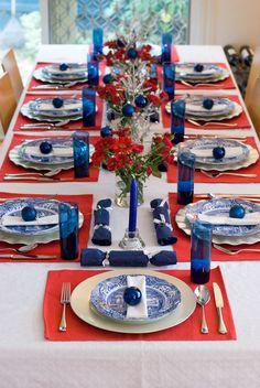 Stek Column over tafelmanieren :-) en tafeldecoratie Blue Table Settings, Beautiful Table Settings, Christmas Table Settings, Holiday Tables, Place Settings, Fourth Of July Decor, 4th Of July Decorations, 4th Of July Party, Table Decorations