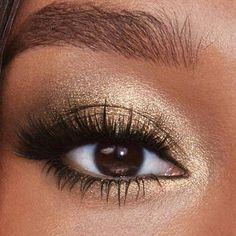 Gold Eyeshadow Looks, Golden Eyeshadow, Gold Makeup Looks, Natural Eyeshadow Looks, Party Makeup Looks, Makeup Looks For Green Eyes, Black And Gold Eyeshadow, Makeup Looks Winter, Makup Looks