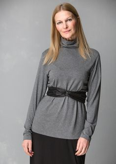 Solid-colour polo-neck sweater in modal/elastane – Denmark – GUDRUN SJÖDÉN – Webshop, mail order and boutiques | Colourful clothes and home textiles in natural materials.
