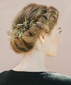 3 Festive Hairstyles To Dazzle 'Em