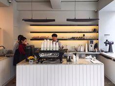 30평 카페 인테리어 / 서울 강남고급스럽고 깔끔한 느낌의 서울 강남 카페 인테리어에요 원래 빈티지한 느...