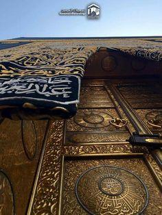 Spectacular view up close to the #kabah door #Mecca