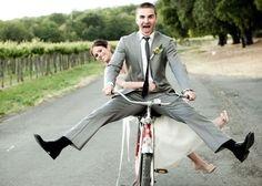 お洒落カップルの新定番!?自転車で撮るエンゲージメントフォトが素敵♡のトップ画像
