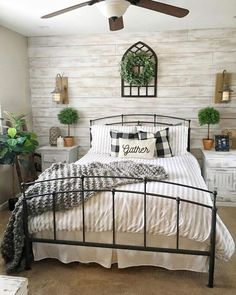 50 Elegant Farmhouse Bedroom Decor Ideas 50 elegante Bauernhaus Schlafzimmer Dekor Ideen & The post 50 elegante Bauernhaus Schlafzimmer Dekor Ideen & For the Home appeared first on Master bedroom ideas . Farmhouse Style Bedrooms, Farmhouse Master Bedroom, Country Farmhouse Decor, Master Bedroom Design, Home Decor Bedroom, Diy Home Decor, Bedroom Ideas, Farmhouse Ideas, Bedroom Tv