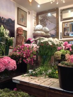 A Flower Shop in Paris… Arom Love Flowers, My Flower, Fresh Flowers, Paris Shopping, Parisian Chic, Wedding Events, Weddings, Beautiful Gardens, Wedding Table