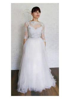 Ehi, ho trovato questa fantastica inserzione di Etsy su https://www.etsy.com/it/listing/516525563/grey-tulle-wedding-gown-eco-silk-bridal