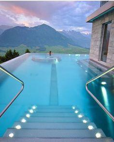Quem vc levaria para o Hotel Villa Honegg na Suíça? Mais destinos em @undasnoivasviagens . #undasnoivasviagens #universodasnoivas #luademel #praia #casamento #honeymoon #ferias #descanso #sol
