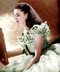 Vivien Leigh, as Scarlett, in Gone With the Wind Golden Age Of Hollywood, Vintage Hollywood, Hollywood Glamour, Hollywood Stars, Classic Hollywood, Hollywood Hair, Vivien Leigh, Go To Movies, Old Movies