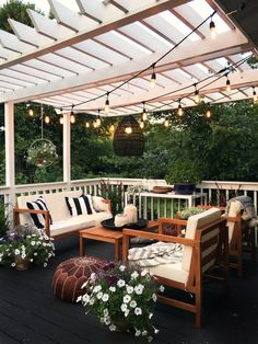 20 coole Pergola-Beleuchtungsideen für die besten Sommernächte You are in the right place about patio layout Here we offer you the most beautiful pictures about the concrete patio you are looking for. Backyard Patio Designs, Backyard Landscaping, Landscaping Ideas, Backyard Projects, Backyard Furniture, Backyard Porch Ideas, Outdoor Furniture, Backyard Planters, Small Patio Design
