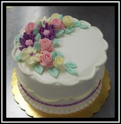 White Buttercream, Buttercream Filling, Frosting, Marble Cake, Flower Spray, Holiday Cakes, Round Cakes, Classic Collection, Spring Flowers