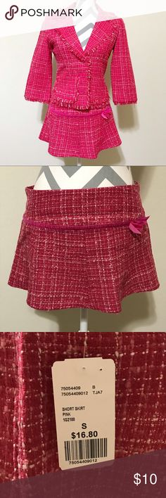 """NWT Forever 21 Pink tween miniskirt size small This skirt is brand new with tags. It's a simple pink tweed skirt with a ribbon detail on the front. It does not have a lining. Waist measures at 30"""" and length is 11"""". Forever 21 Skirts Mini"""