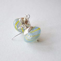Hoi! Ik heb een geweldige listing gevonden op Etsy https://www.etsy.com/nl/listing/87471044/blue-yellow-glass-earrings-light-weight