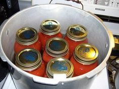 Canning Spaghetti Sauce. Home canning in a pressure canner.