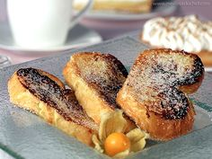 Pain perdu (the best versions that I've ever tried is the one with apple and rhubarb jam, and the other one with Nutella) Homemade Desserts, French Food, Hot Dog Buns, Love Food, Nutella, French Toast, Sweet Treats, Vanilla, Yummy Food