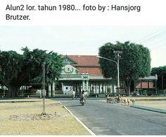 Alun-alun utara 1980 Surabaya, Java, Sidewalk, Street View, History, Walkway, Historia, History Activities